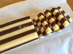 Easy checkered cookies with step by step recipe - Dessert Recipes Italian Biscuits, Italian Cookies, Italian Desserts, Mini Desserts, Biscotti Biscuits, Biscotti Cookies, Biscuit Decoration, Mousse Au Chocolat Torte, Cookie Recipes
