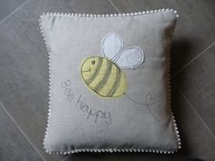 Bee cushion, linen bee cushion , linen bee pillow , decorative cushion , decorative pillow, gift for her, gift for bee lovers, cute bee