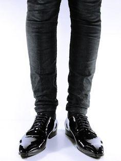 Slim sole smart shoes