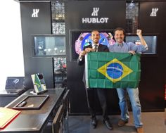 Kevin loves football and welcomes you at the #Hublot boutique in St-Tropez. Slide and Sphere windows updated with the King Pelé.