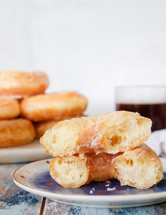 Make the softest glazed donuts and use your sourdough discard with this delicious sourdough discard donuts recipe! Make the same day, or rest the donuts overnight to prepare in the morning. Either way, you'll love the results! #sourdoughdiscard #donuts #glazeddonut #doughnutrecipe #brunchideas #breakfastideas Donut Recipes, Brunch Recipes, Sweet Recipes, Breakfast Recipes, Sourdough Doughnut Recipe, Sourdough Recipes, Baked Donuts, Doughnuts, Yummy Treats