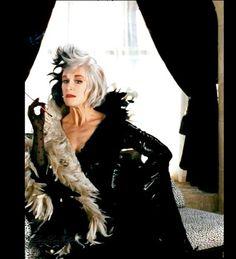 Cruella De Vil 101 Dalmatians (1996). <3 <3 <3