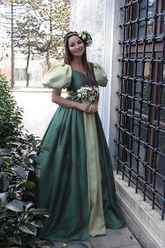 Gizem Hatipoğlu VaselilaTasarım elbiseleri ile  Röportaj için;  blog.vaselila.com Elbiseler için: www.vaselila.com