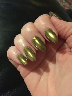 Gold chrome/mirror nails.