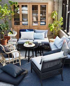 IKEA Deutschland | Durch Kombinieren verschiedener Elemente von KUNGSHOLMEN lassen sich Sitzgruppen ganz nach Wunsch gestalten; perfekt abgestimmt auf den Sitzplatz draußen.