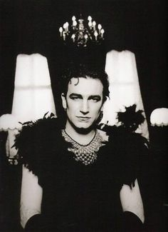 Even Bono wants to dress like Ziggy: Bono in drag during the Achtung Baby era by Anton Corbijn Rock And Roll, Rock & Pop, Recital, U2 Achtung Baby, Pop Internacional, Pete Doherty, Bono U2, Gender Bender, Ozzy Osbourne