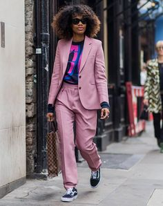 For women, casual work outfit becomes one of recommended styles to try. You can mix your outfits that you wear everyday to make this casual work outfit. Summer Teacher Outfits, Summer Work Outfits, Summer Outfits Women, Fashion For Petite Women, Black Women Fashion, Womens Fashion For Work, 30 Outfits, Fashion Outfits, Style Fashion