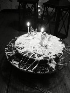 Halloween spidernet cake