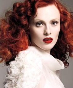 Non aux cheveux colorés ternes! Decouvrez nos nouveaux produits de coloration adaptee a vos besoins qui vous aideront à garder une brillance a en rendre jalouse vos amies. Plus d'info sur Mycouleur.com