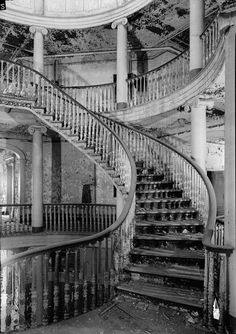 Interior staircase in the New York City Lunatic Asylum on Roosevelt Island No wonder all abandoned lunatic asylums are haunted. This place appears to have been designed with ghosts in mind. Abandoned Buildings, Abandoned Property, Abandoned Asylums, Old Buildings, Abandoned Places, Abandoned Plantations, Abandoned Castles, Beautiful Buildings, Beautiful Places