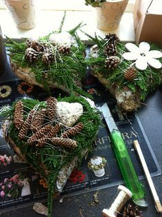 Alle hjertene jeg jobba med 08.10.2013 Christmas Wreaths, Table Decorations, Holiday Decor, Furniture, Home Decor, Decoration Home, Room Decor, Home Furnishings, Home Interior Design