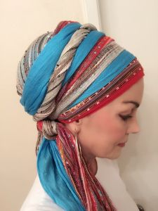 I am delighted to introduce you to Nancy! A regular face on the Wrapunzel fangroup, she has quickly blazed an inspirational trail for all stylish head wrappers! She truly knows how to put tichels a… Turban Hijab, Mode Turban, Hair Wrap Scarf, Head Wrap Headband, Head Scarf Styles, Hijab Tutorial, Scarf Hairstyles, Black Hairstyles, Head Wraps
