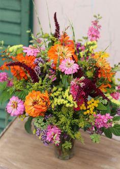 Zinnia Bouquet, Summer Flowers, Cut Flowers, Fresh Flowers, Beautiful Flower Arrangements, Floral Arrangements, Beautiful Flowers, Flower Cart, Cut Flower Garden