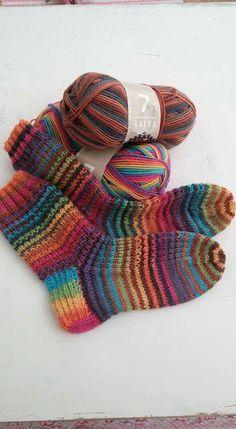 Katja Onatsu's media statistics and analytics Woolen Socks, Designer Socks, Knitting Socks, Fingerless Gloves, Arm Warmers, Mittens, Knit Crochet, Projects To Try, Pattern