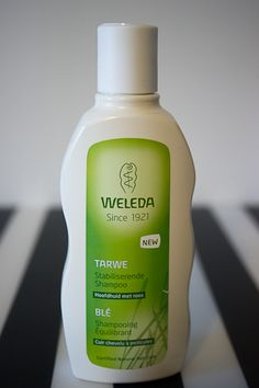 Le shampoing équilibrant anti-pellicules Weleda http://www.ayanature.com/fr/shampooings-bio-soins-capillaires/438-shampooing-bio-anti-pelliculaire-au-ble-weleda.html