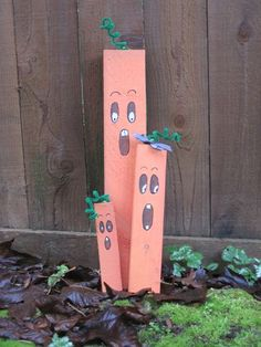 Quick craft for Halloween. Use pieces of wood you already have. 2x4 Crafts, Wooden Crafts, Fall Crafts, Holiday Crafts, Holiday Fun, Holiday Ideas, Quick Halloween Crafts, Quick Crafts, Holidays Halloween