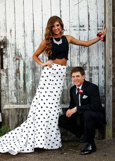 Prom Picture Ideas - Hairstyles For All Homecoming Poses, Homecoming Pictures, Prom Poses, Senior Prom, Homecoming Dresses, Prom Pictures Couples, Prom Couples, Teen Couples, Maternity Pictures