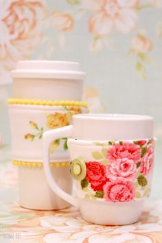 Floral Mug Cozies - These would make awesome stocking stuffers!
