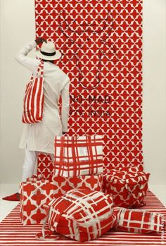 red collection No-Mad India Fabric Display, House Extensions, Stores, Visual Identity, Decoration, Scarlet, Print Patterns, Red And White, Creations