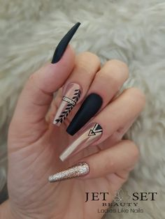 Beautiful Black Nail Designs With Diamonds for Examine it - Nails Aycrlic Nails, Glam Nails, Dope Nails, Bling Nails, Beauty Nails, Diamond Nail Designs, Black Nail Designs, Diamond Nails, Nails With Diamonds