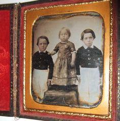 QUIRKY 1840's AMERICAN DAGUERREOTYPE OF 3 KIDS