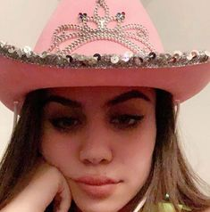Image in tara yummy collection by . on We Heart It Pink Cowboy Hat, Cowgirl Hats, Cowboy Girl, Aesthetic Hair, Aesthetic Clothes, Cowgirl Costume, Insta Pictures, Dangerous Woman, Girl With Hat
