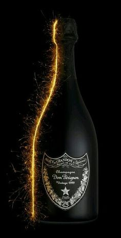 30 Black Bottle Packaging Designs That Delivers The Darkness - Ateriet Whisky, Don Perignon, Wine Photography, Bottle Packaging, Liquor Bottles, Champagne Bottles, In Vino Veritas, Partys, Sparkling Wine