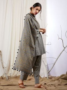 Add a Charm to your Wardrobe with the best combination of Suit Sets - Hand Printed & hand embroidered in the perfect cottons & Silks. Pakistani Fashion Casual, Pakistani Dresses Casual, Pakistani Dress Design, Designer Party Wear Dresses, Indian Designer Outfits, Indian Outfits, Kurta Style, Stylish Dresses For Girls, Kurta Designs Women