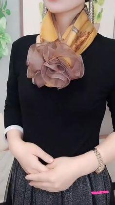 Ways To Tie Scarves, Ways To Wear A Scarf, How To Wear Scarves, Scarf Wearing Styles, Scarf Styles, Diy Fashion Hacks, Scarf Knots, Scarf Tutorial, Spring Scarves