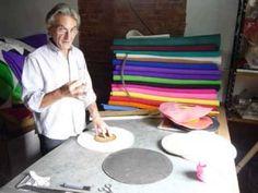 Fabricación de Gorros de Goma Espuma. Trucos básicos y moldes - El comienzo… Picnic Blanket, Outdoor Blanket, Retro, Diy, Hats, Carnival, Crazy Hats, Party Stuff, Jelly Beans