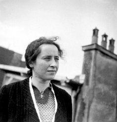 Die deutsch-jüdische Philosophin Hannah Arendt lebte nach ihrer Emigration aus Deutschland bis 1941 in Paris.