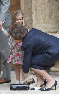Princess Leonor Photos - Princess Leonor of Spain (L) and Queen Sofia of Spain (R) attend Easter Mass on April 24, 2011 in Palma de Mallorca, Spain. - Spanish Royals attend Easter Mass in Mallorca