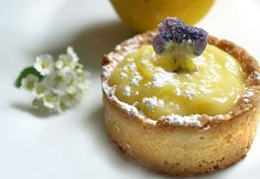 Lemon Tarts and Ice Cream Cups. Dorie's Sweet Tart Dough filled with Microwave Lemon Curd Si bon! Microwave Recipes, Baking Recipes, Cake Recipes, Dessert Recipes, Microwave Lemon Curd, Tart Dough, Cream Cups, Ice Cream, Sweet Tarts