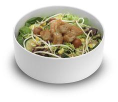¡Ven a UDON Noodle Bar y prueba nuestro Salmon Salad: Ensalada verde con espinacas, rodajas de pepino, tomate cherry, maíz dulce, brotes de soja, salmón marinado y salsa de sésamo! www.udon.es | #UDON #Salmon #Salad