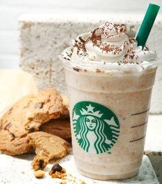 Cookie and frosting frappuccino: Vanilla crème frappuccino, 2 doses de sirop de cannelle, 1 dose de sirop de mocha au chocolat blanc, des cookies mixés et de la cannelle en poudre sur la chantilly.