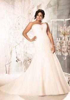 Hai una taglia comoda e non riesci a trovare e PROVARE il tuo abito da sposa.....abbiamo fatto una selezione per te!!!  Fissa il tuo appuntamento 031272396 www.tosettisposa.it #abitidasposa2015 #wedding #weddingdress #tosetti #abitidasposo #abitidacerimonia #abiti #tosettisposa #nozze #bride #modasottoleate lle #alessandrotosetti #domoadami #nicole #pronovias #alessandrarinaudo# realtime #l'abitodeisogni #simonemarulli #aireinbarcellona #rosaclara'#airebarcellona # زواج #брак #فساتين زفاف