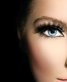 Not everyone has time to apply false eyelashes or the budget for lash extensions. That doesn't mean you can't recreate the wow factor of those eye-popping looks! Here are five expert, money-saving ways to work with what you've already got and fake false eyelashes like a professional makeup artist.