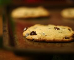 Today we present you a simple recipe for shortbread cookies with chocolate chips, which you simply cook in 30 minutes.  http://ideafortoday.com/index.php/bake-cookies