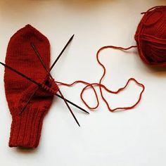 Lankasataman BLOGI: Helpot lapaset Mittens, Hair Accessories, Knitting, Pattern, Red, Crocheting, Tips, Fashion, Crochet Hooks