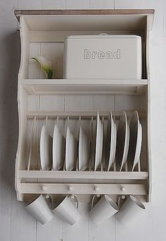 I want a simple kitchen. No need for like 15 plates and 20 coffee cups! http://airlase.com/kitchen-plate-storage/