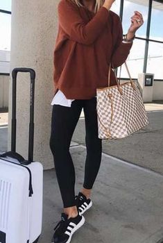 Comfy Travel Outfit, Winter Travel Outfit, Fall Winter Outfits, Autumn Winter Fashion, Travel Outfits, Long Flight Outfit, Road Trip Outfit, Airplane Outfits, Casual Outfits