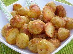 Tajný trik na pečené brambory mé babičky: Když je dáte do trouby takto, věřte, že na hranolky si už nikdo nevzpomene! Pretzel Bites, Food And Drink, Potatoes, Bread, Meals, Baking, Vegetables, Fruit, Recipes