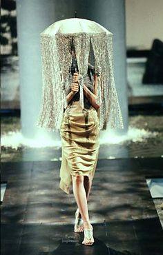 Alexander McQueen for Givenchy, Spring/Summer Haute Couture 90s Fashion, Runway Fashion, High Fashion, Autumn Fashion, Macabre Fashion, Crazy Fashion, Timeless Fashion, Givenchy, Balenciaga