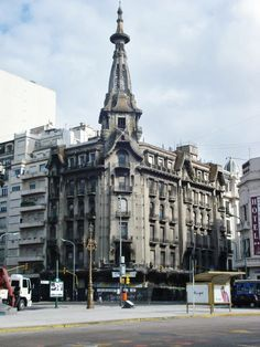 """Confitería """"El Molino"""" en el barrio de Congreso, en la esquina de Callao y Rivadavia. Buenos Aires, Argentina"""