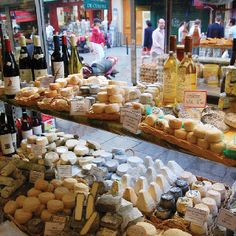 Fromagerie (cheese shop) in Paris... the mouse in me is dying... I may just move in there!