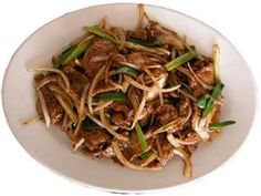Panda Express Mongolian Beef Copycat Recipe Serves 2 8 ounces flank steak or beef tenderloin 4 tablespoons corn starch 4 tablesp. Asian Recipes, Beef Recipes, Cooking Recipes, Ethnic Recipes, Asian Foods, Chinese Recipes, Recipies, Panda Express Recipes, Great Recipes