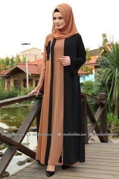 Guipure Detail Abaya Schwarz & Braun Source by The post Guipure Detail Abaya Schwarz Abaya Designs, Abaya Style, Niqab Fashion, Fashion Dresses, Abaya Pattern, Abaya Mode, Muslim Women Fashion, Modele Hijab, Hijab Stile