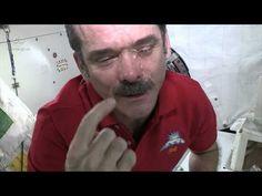 Les larmes dans l'espace (ne coulent pas) - YouTube
