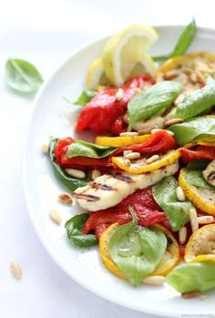 roasted sweet peppers salad with halloumi cheese and basil Hallumi Recipes, Gourmet Recipes, Low Carb Recipes, Healthy Recipes, Clean Eating, Healthy Eating, How To Cook Asparagus, Stuffed Sweet Peppers, Easy Cooking