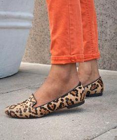 Siguen estando super de moda. Un zapato muy muy cómodo, ideal para primavera y que a mi modo de ver queda genial con pantalones mejor que con falda y si son cortos estilo Capri o pitillos, mejor. Leopard print flats